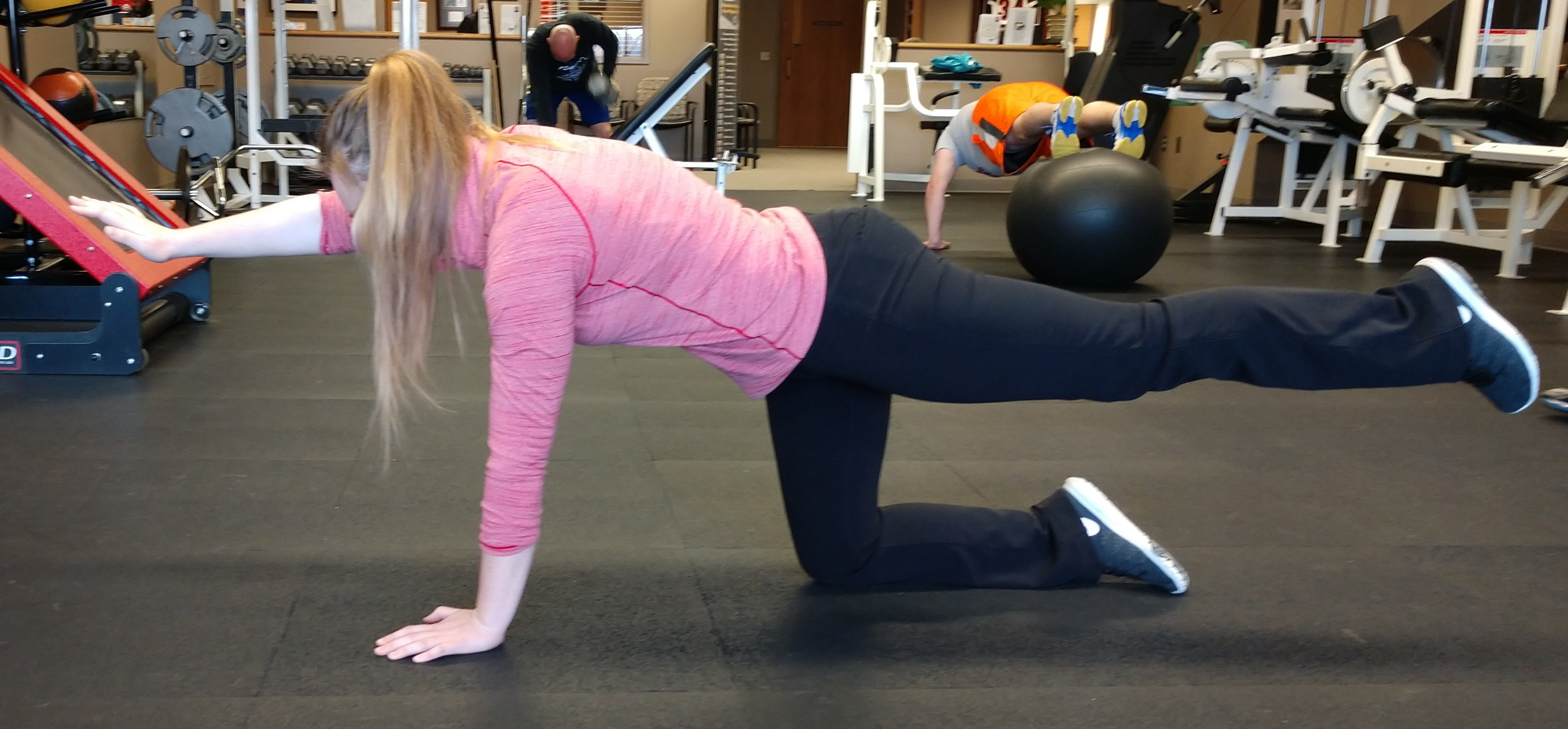 Arm and leg tandem stretch for female golfers